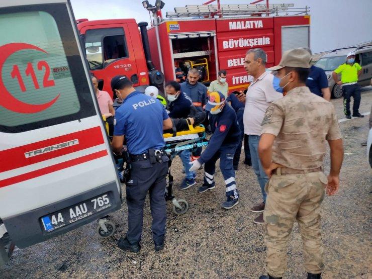 TIR'ın çarptığı otomobildeki anne- kız yaralandı