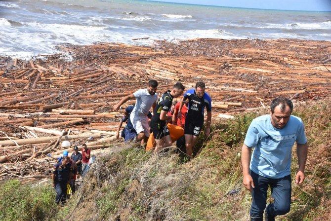 Tomruklarla birlikte sahile vuran ceset 9 saatte çıkarıldı