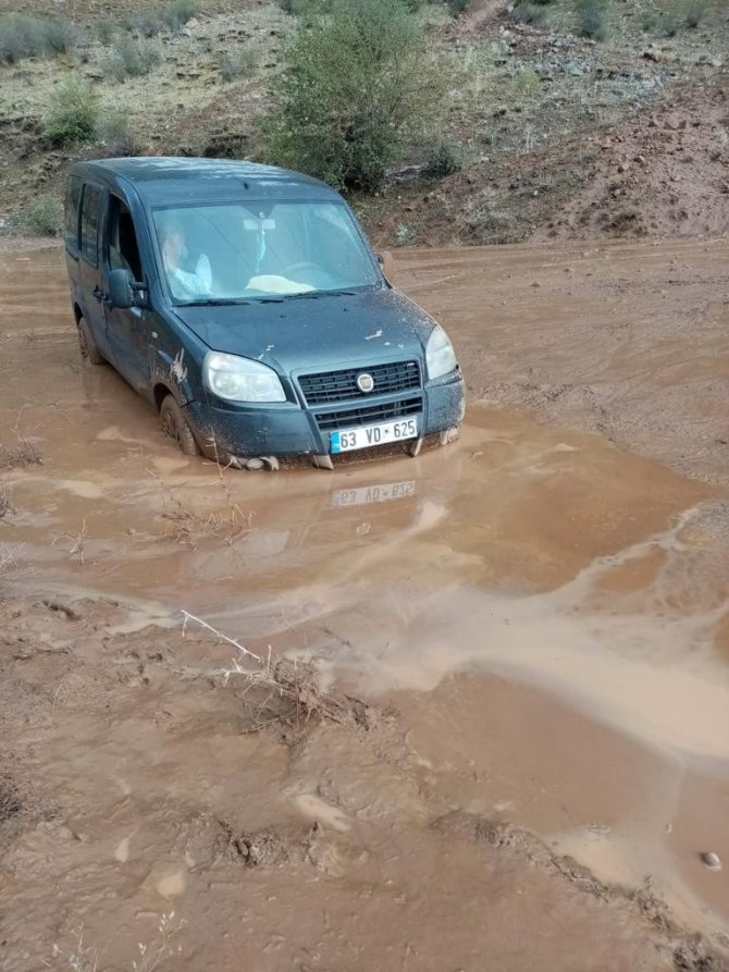 Bingöl'de heyelan nedeniyle kapanan yollar ulaşıma açıldı