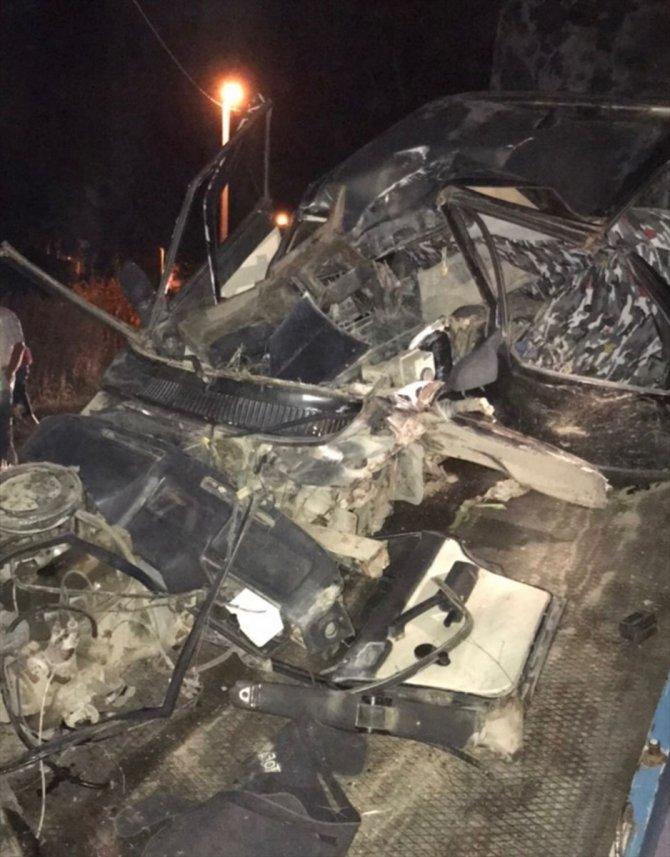 Beton direğe çarpan otomobilin sürücüsü öldü
