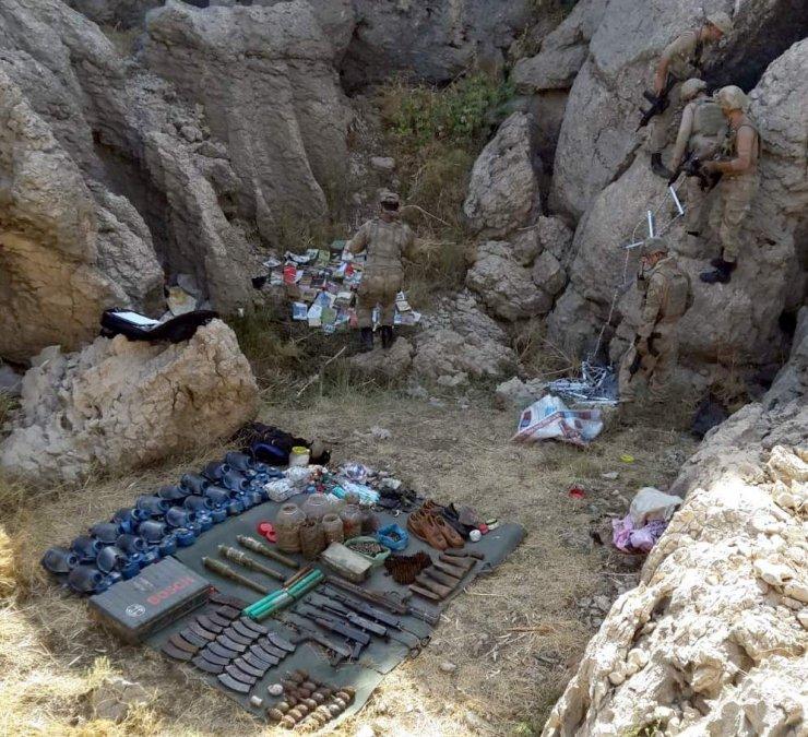 PKK'lı teröristlere ait silah, mühimmat ve el bombası ele geçti