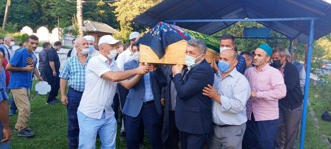 Selde cenazesi dört gün sonra bulunan yaşlı kadın defnedildi