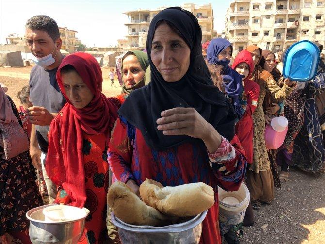 Afrin bölgesindeki ihtiyaç sahiplerine, Hatay'dan her gün sıcak yemek yardımı yapılıyor