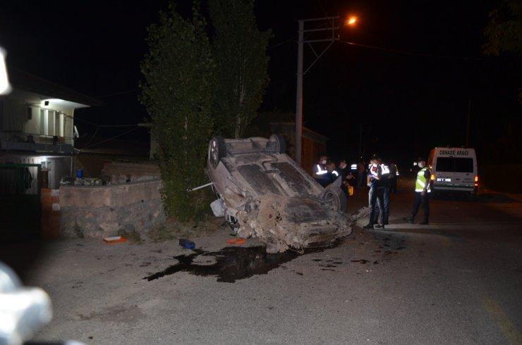 Kamyonet ile hafif ticari araç çarpıştı:1 ölü,