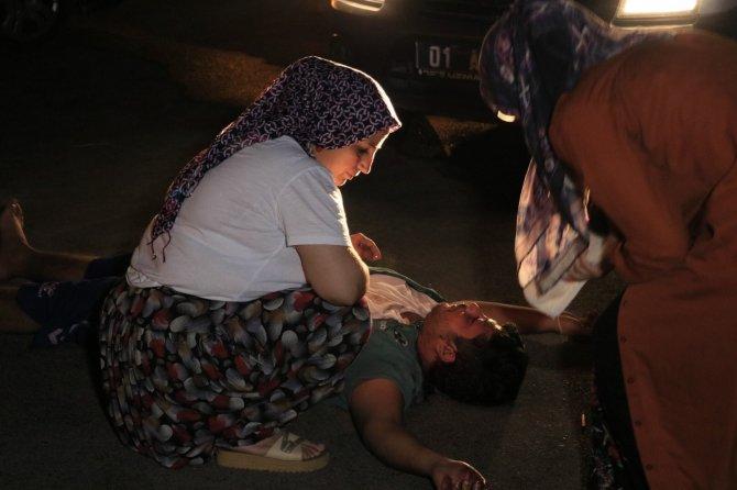 Sopayla dövdükleri kişiyi defalarca bıçaklayıp arabasının lastiklerini patlatıp kaçtılar