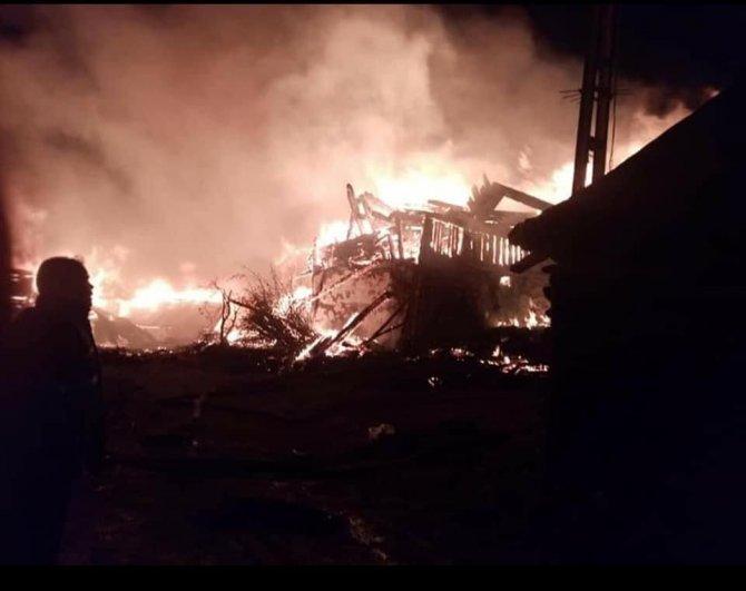 Metruk evde çıkan yangın 7 evi küle döndürdü