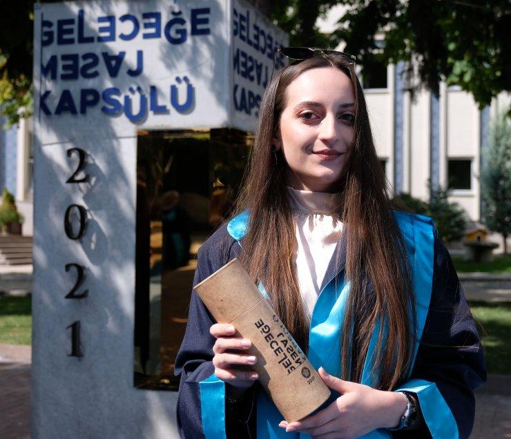 Bölüm birincisi mezunlardan2046 yılına kredi kartı ve para