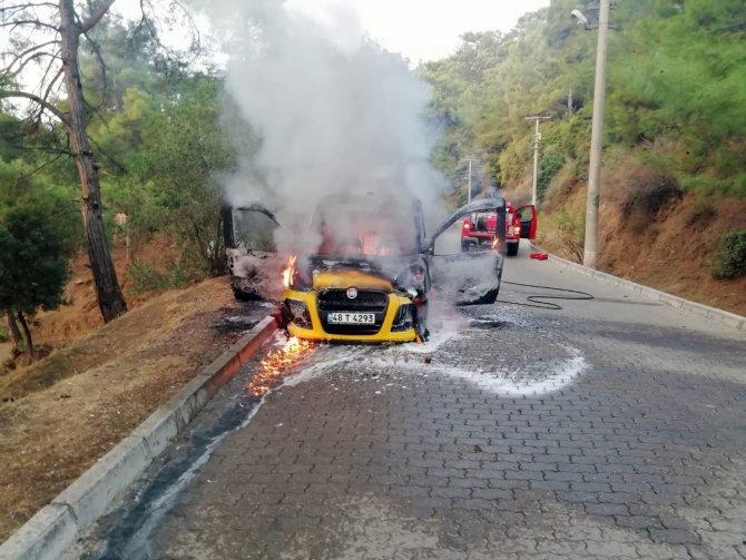 Ticari taksi yandı