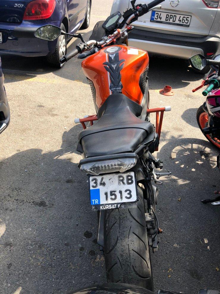 Motosikletli maganda kamerada