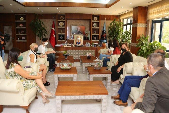 """Rektör Özkan: """"Tıbbı sadece hasta muayene etmek olarak düşünmeyin"""""""