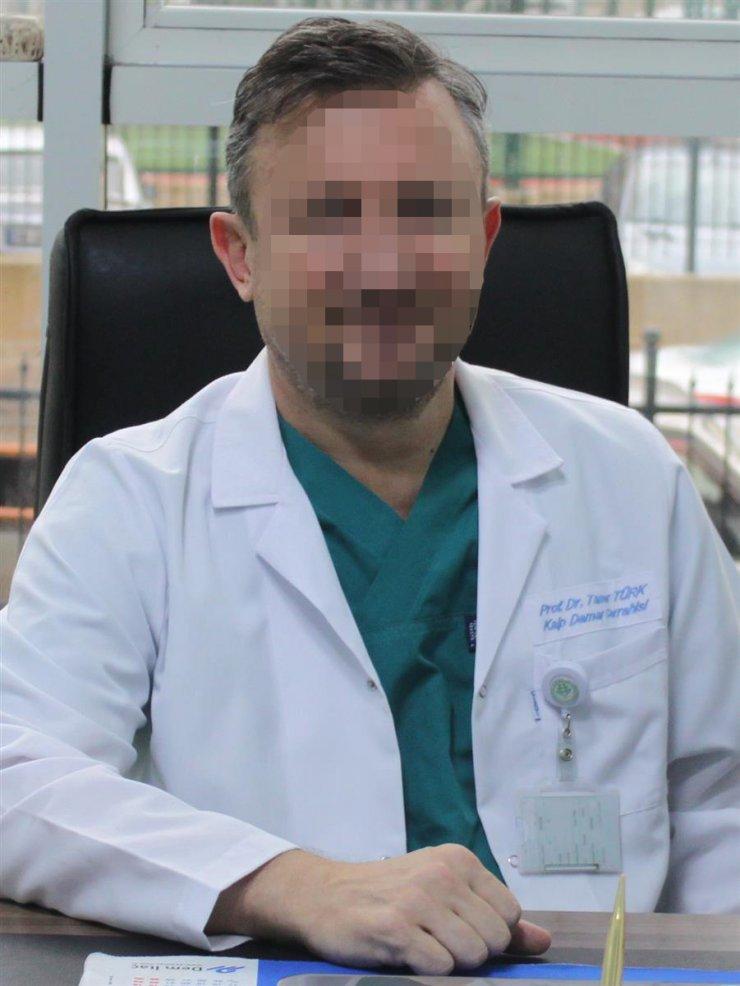 Ameliyat için hastasından 15 bin TL isteyen Prof. Dr., suçüstü yakalandı