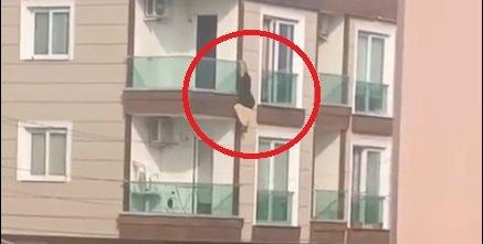 Çığlık atarak balkona çıkan kadın ikinci kattan düştü; o anlar kamerada