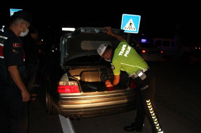 Konya'da polisten kaçan otomobil 60 kilometrelik kovalamacayla yakalandı!
