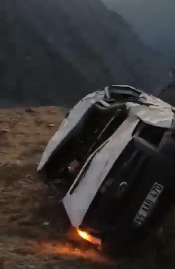 Van'da minibüs uçuruma yuvarlandı: 1 ölü, 1 yaralı