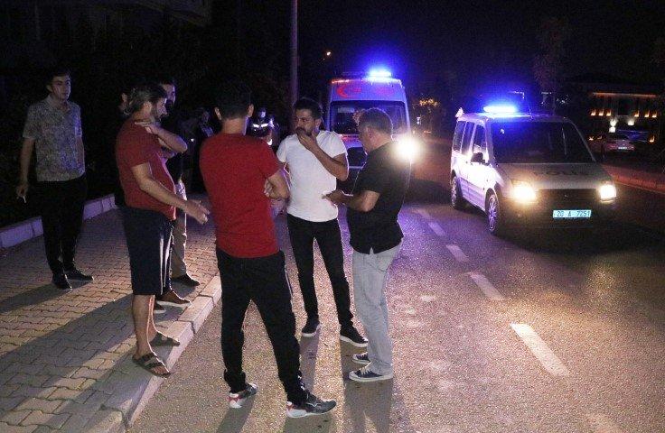 Alkollü genç otomobilleri taşa tuttu, yakalanıp polise teslim edildi