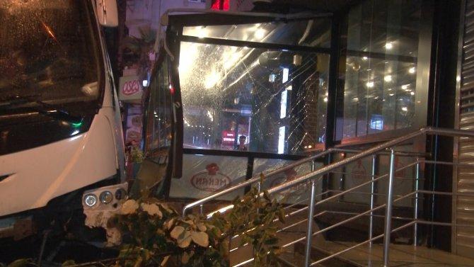 Feci kaza: Midibüsün altında ezilerek can verdi
