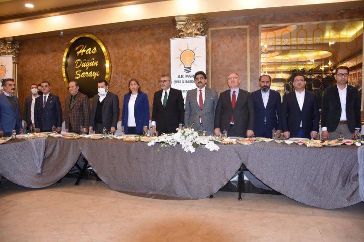 AK Parti'li Ünal: Türkiye'nin yanında olan ve duran herkesle siyasi görüşü ne olursa olsun beraberiz