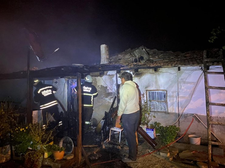 Malkara'da çıkan yangında ev kullanılamaz hale geldi
