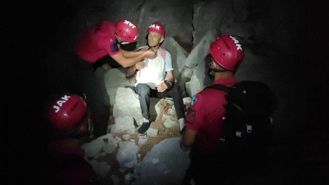 Yürüyüş yaparken kaybolan turist jandarma tarafından kurtarıldı