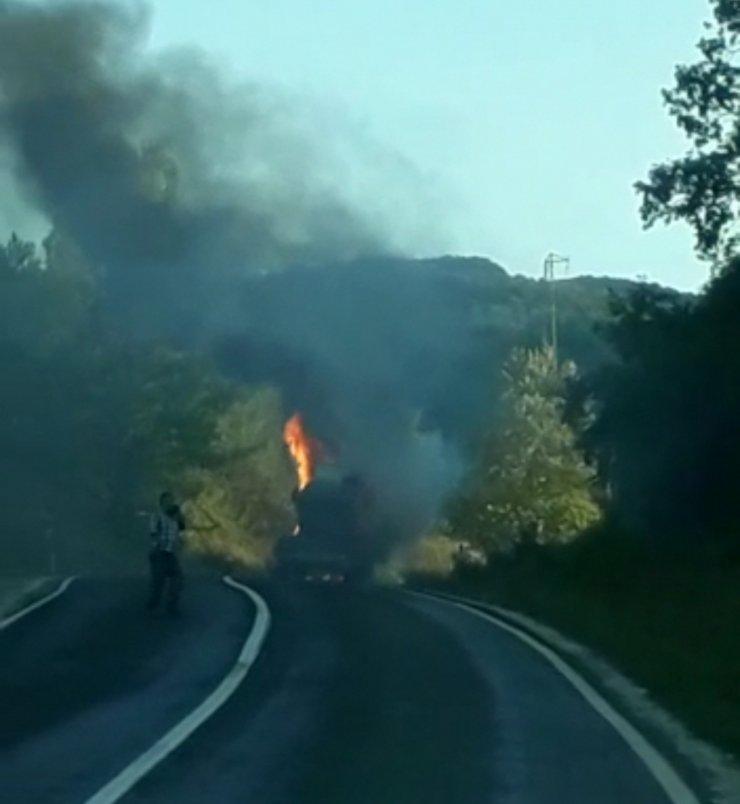 Bursa'da sülfürik asit yüklü tanker yandı