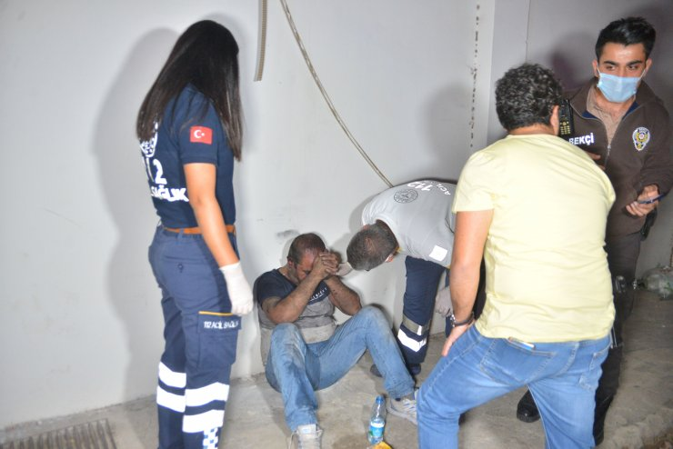 Evin içinde yanmaktan mahalle bekçileri kurtardı