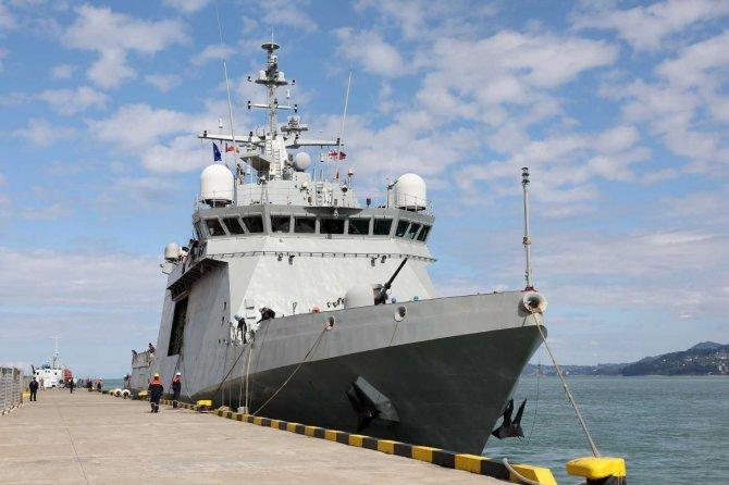 Aralarında Türkiye'nin de bulunduğu NATO savaş gemileri Batum'a demir attı