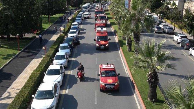 İtfaiye araçları şehir turu yaptı