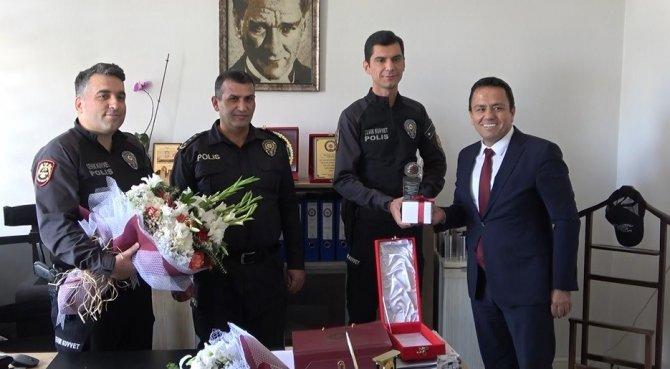 Konya'da avukatı yaralayan şüphelileri yakalayan polise barodan teşekkür