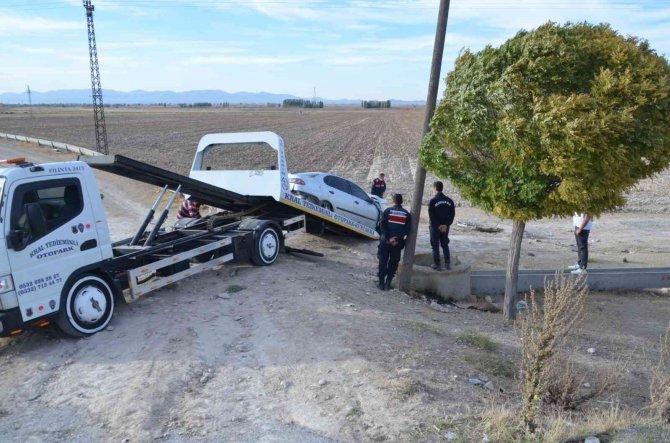 Konya'da şarampole takla atan otomobildeki 2 kişi yaralandı