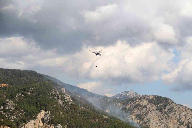 Yıldırım düşmesi sonucu çıkan orman yangınına müdahaleler sürüyor!