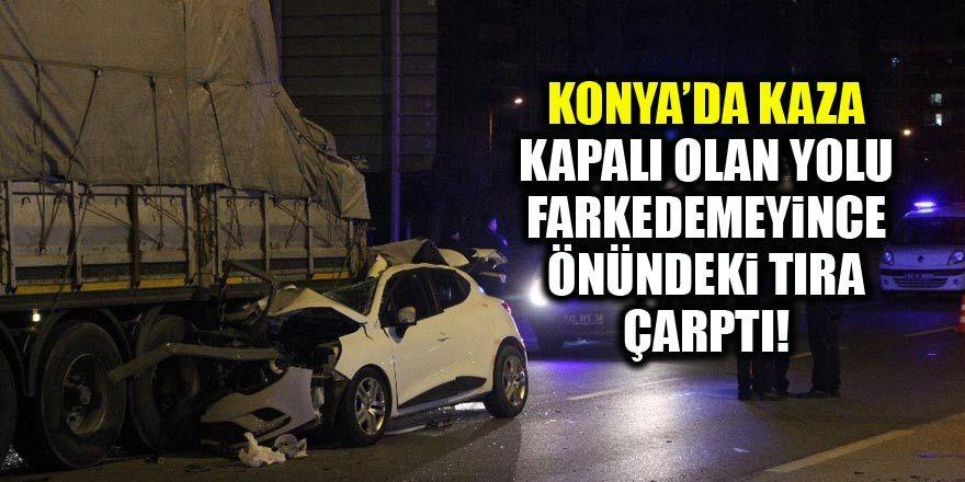 Tıra arkadan çarpan otomobil dorsenin altına girdi: 4 yaralı