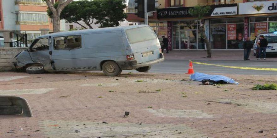 Konya'da yürek burkan olay! Kazada ölen babaya son bakış