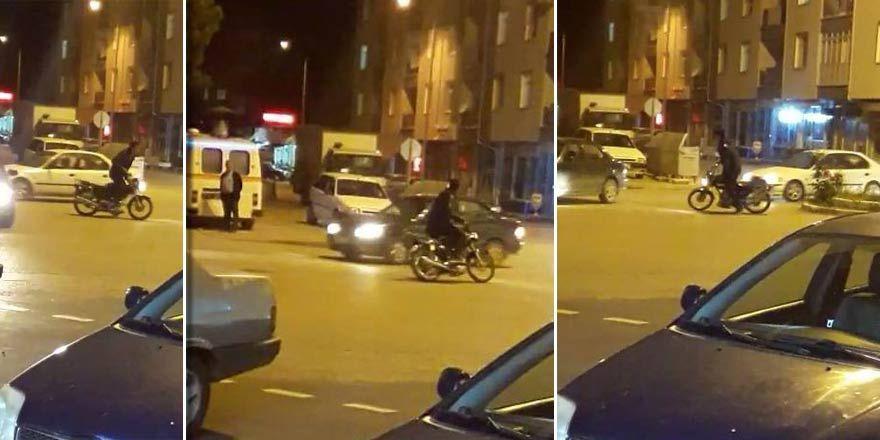 Konya'da bir şahıs trafiğe aldırış etmeden motosikletle drift yaptı