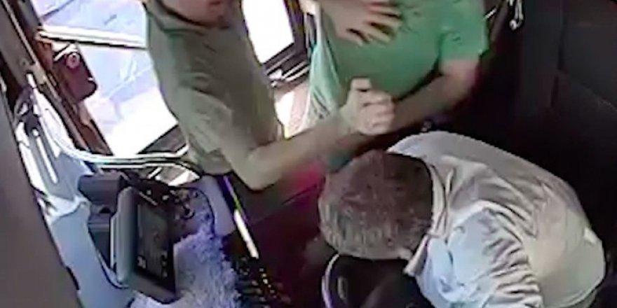 Seyir halindeki otobüsün şoförüne yumruklu saldırı