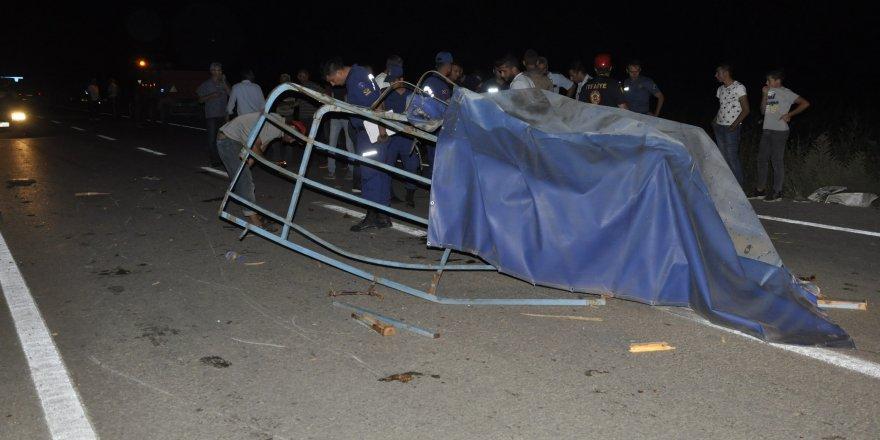 Yola düşen tenteyi kaldırmak isterken araba çarptı ağır yaralandı