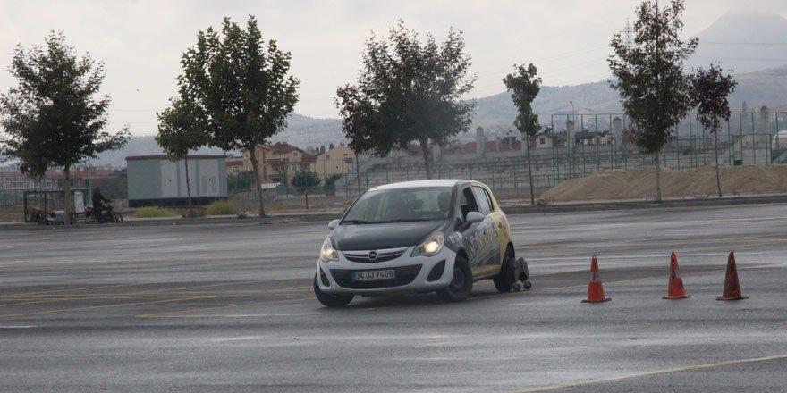 Konya'da makam şoförlerine ileri sürüş eğitimi