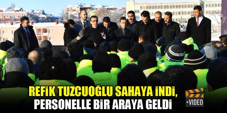 Refik Tuzcuoğlu sahaya indi, personelle biraraya geldi