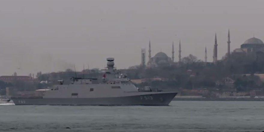 'Mavi Vatan 2019 Tatbikatı'na katılan gemiler, İstanbul Boğazı'ndan geçti