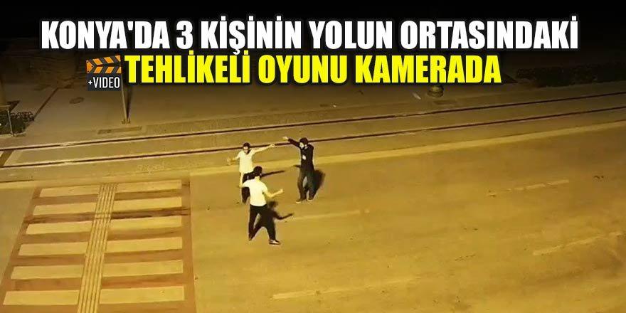 Konya'da 3 kişinin yolun ortasındaki tehlikeli oyunu kamerada