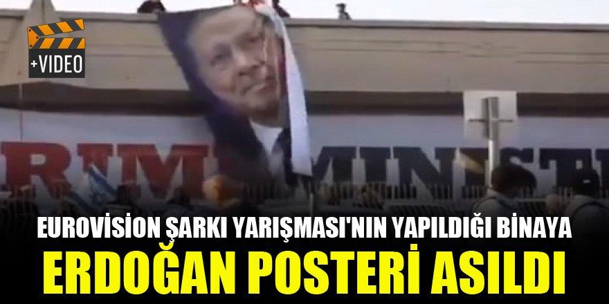 Eurovision Şarkı Yarışması'nın yapıldığı binaya Erdoğan posteri asıldı