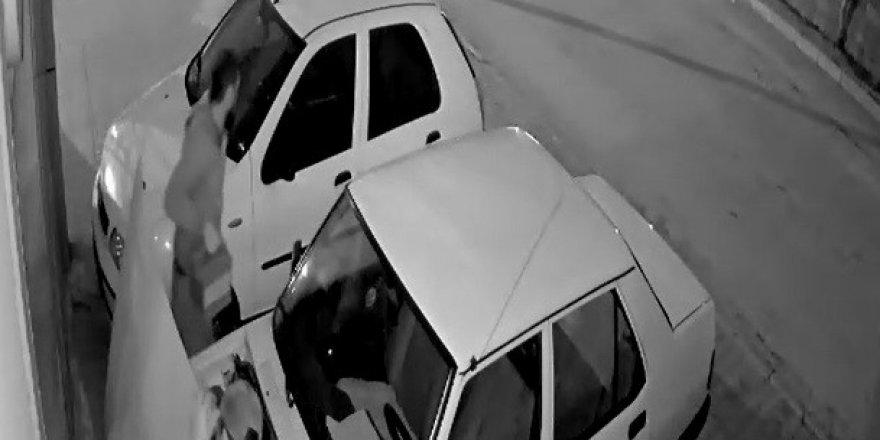 Aracın kaputunu kırıp 40 saniyede akü çaldılar