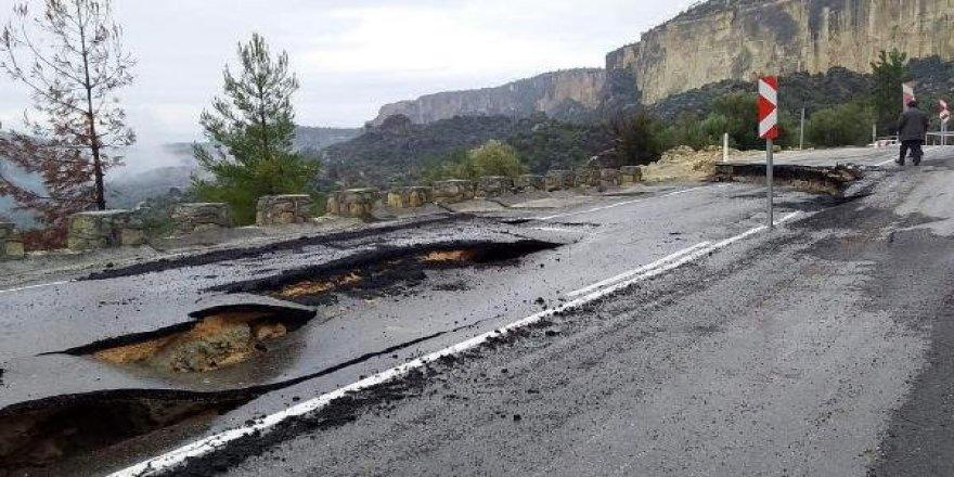 Mersin'de çökme meydana geldi, Konya'ya ulaşım yolu değişti