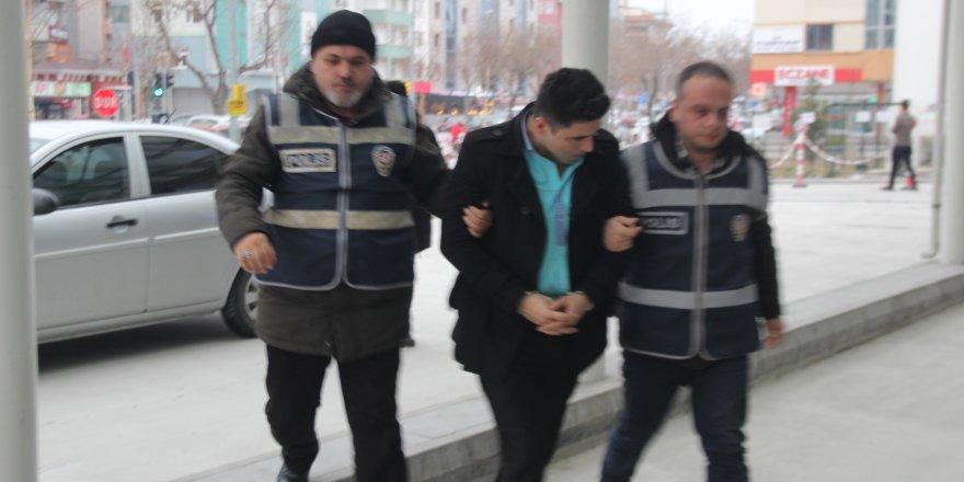 Konya'da firari hükümlü, kardeşinin kimliğiyle muavin olarak çalışırken yakalandı