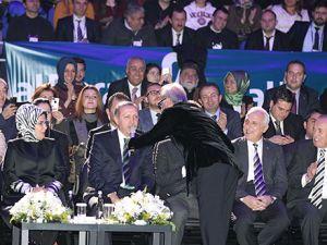 Başbakan Erdoğan ilahi okudu!
