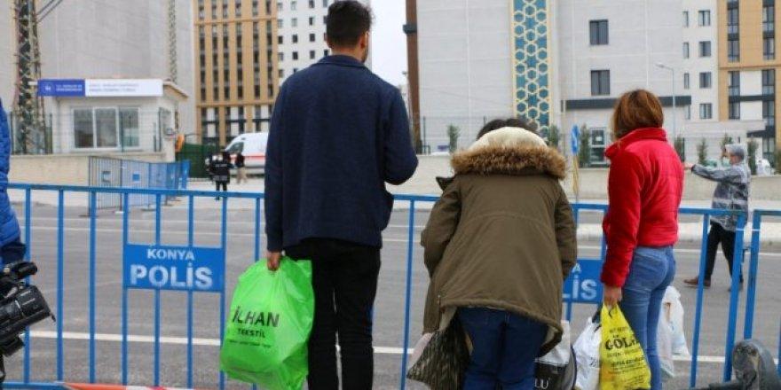 Karantina altındaki vatandaşların yakınlarının bekleyişi sürüyor