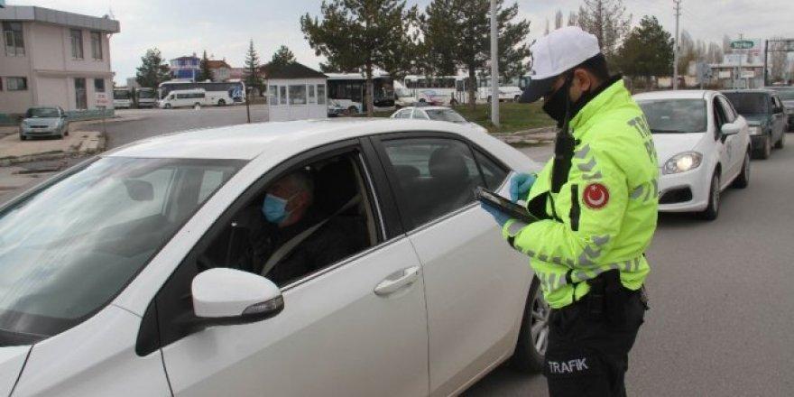 Beyşehir'de polisin koronavirüs denetimleri sürüyor