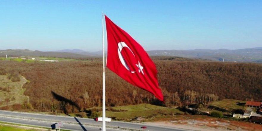 Türkiye'nin en büyük bayrağı bu ilde dalgalanıyor