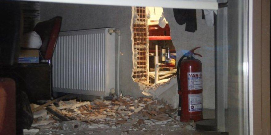 Konya'da hırsızlar duvarı delip 200 bin liralık altın çaldı