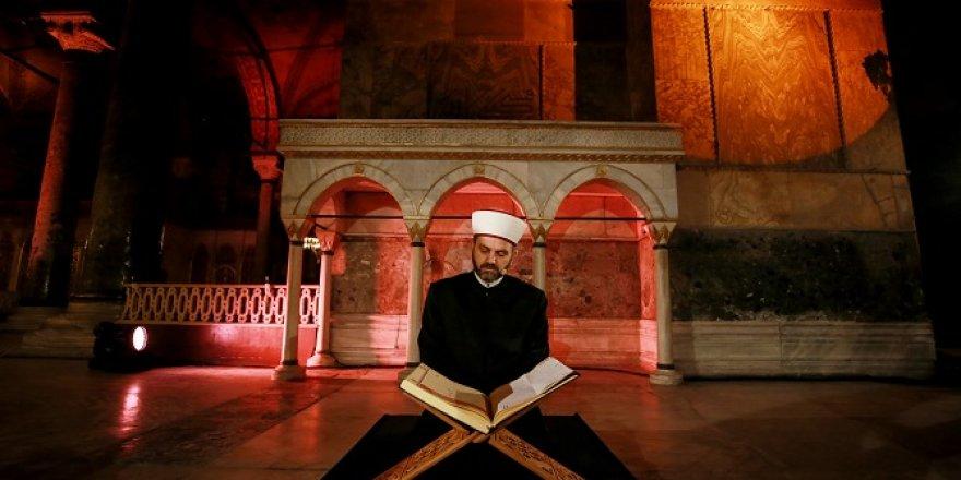Ayasofya'da tarihi anlar! Fetih Suresi okundu