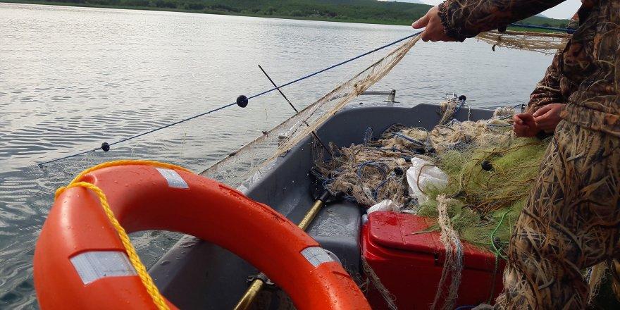 Beyşehir Gölü'nde içerisinde ağ olan balıkçı teknesine 5 bin lira ceza